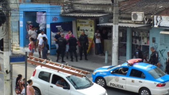 Police in Complexo do Alemao. Credit: Raull Santiago