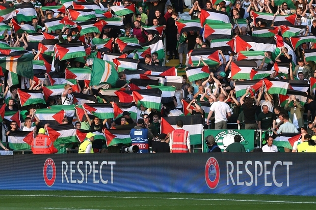 celtic_fans_palestine_flags